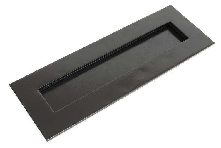 Black Large Letter Plate Image 1