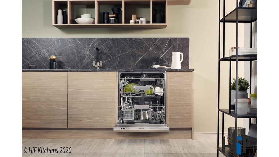 Hotpoint HIC3C26WF Int Dishwasher Image 18