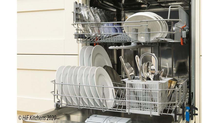 Hotpoint LBT4B019 60cm Integrated Dishwasher Image 9