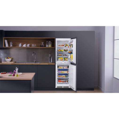 Hotpoint Aquarius HM 325 FF.2.1 Integrated Fridge Freezer Image 11
