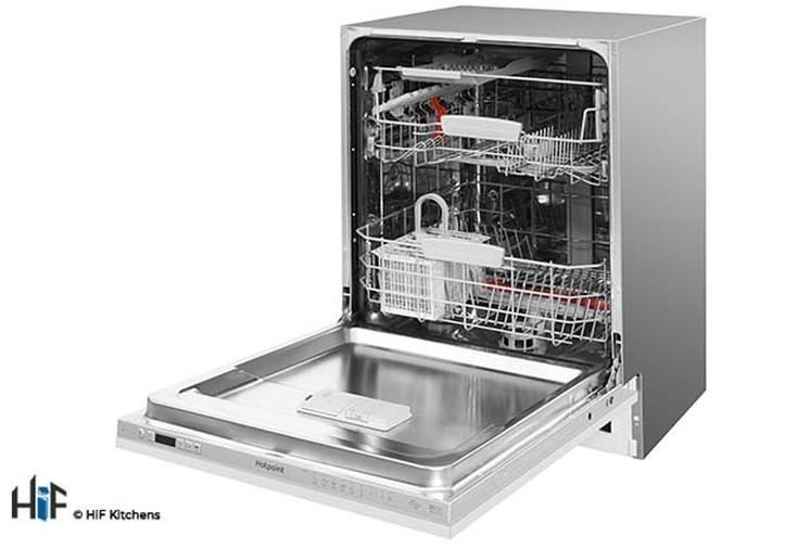 Hotpoint Ultima HIO 3C22 WS C Integrated Dishwasher Image 3
