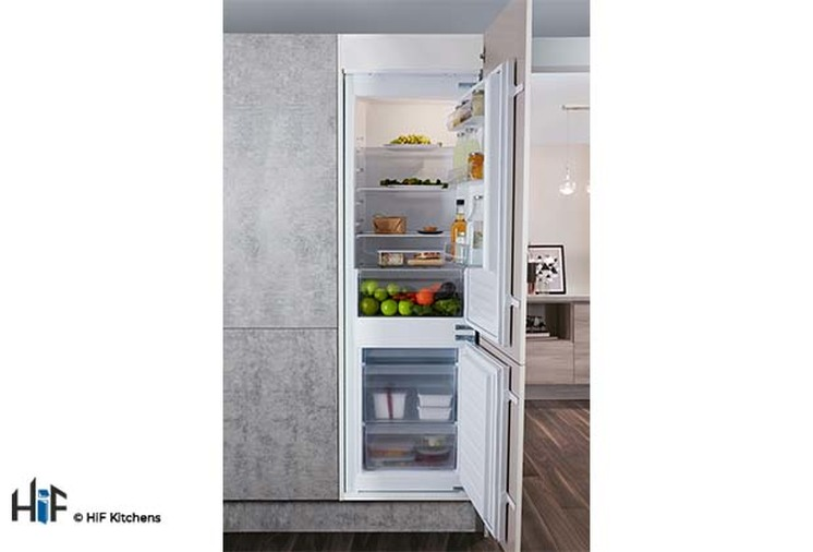 Hotpoint Day1 HM 7030 E C AA O3.1 Integrated Fridge Freezer Image 7