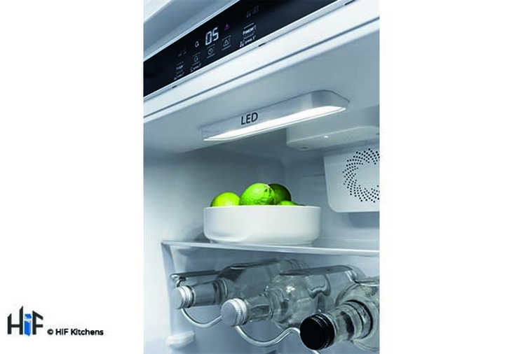 Hotpoint Day1 HM 7030 E C AA O3.1 Integrated Fridge Freezer Image 10