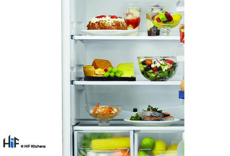 Hotpoint Aquarius HM 325 FF.2.1 Integrated Fridge Freezer Image 3