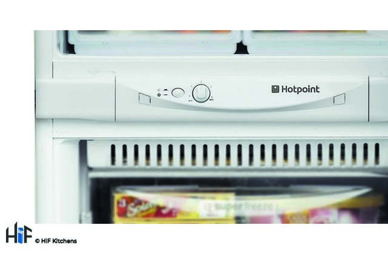 Hotpoint Aquarius HM 325 FF.2.1 Integrated Fridge Freezer Image 4