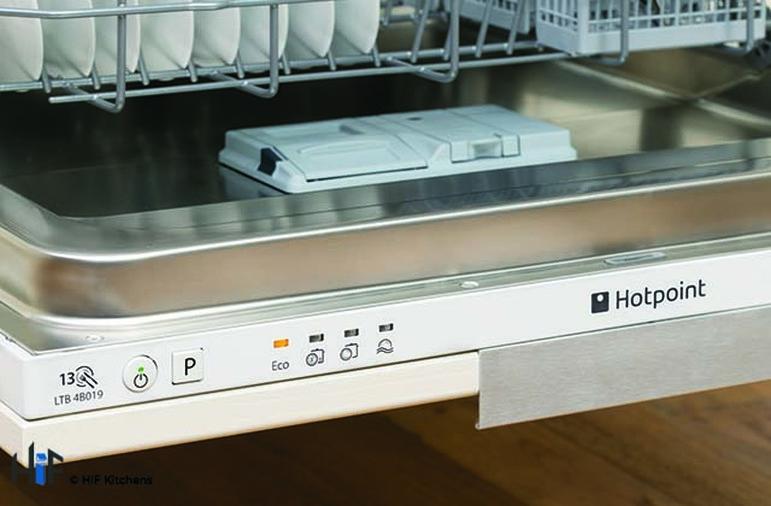 Hotpoint LTB4B019 60cm Integrated Dishwasher Image 4