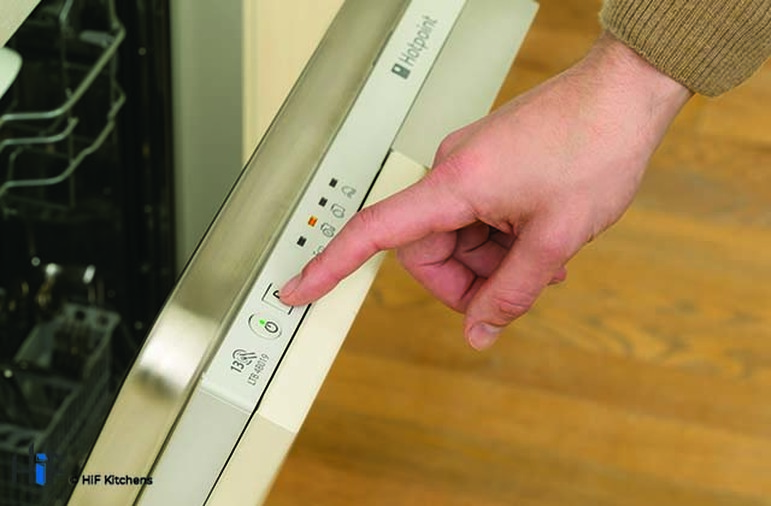 Hotpoint LTB4B019 60cm Integrated Dishwasher Image 5