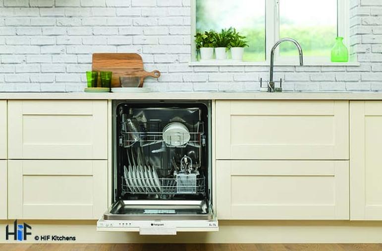 Hotpoint LTB4B019 60cm Integrated Dishwasher Image 8