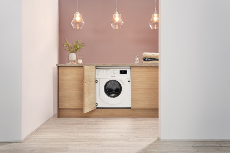 Hotpoint BI WMHG 71284 UK Integrated Washing Machine Image 9