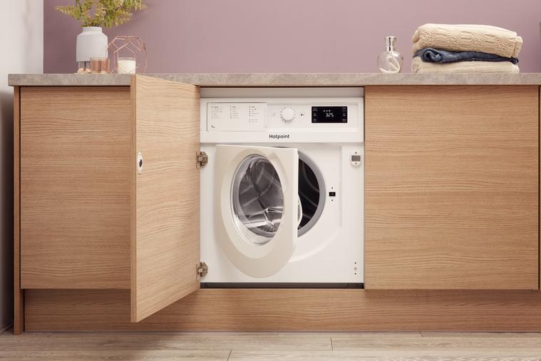 Hotpoint BI WMHG 71484 UK Integrated Washing Machine Image 10