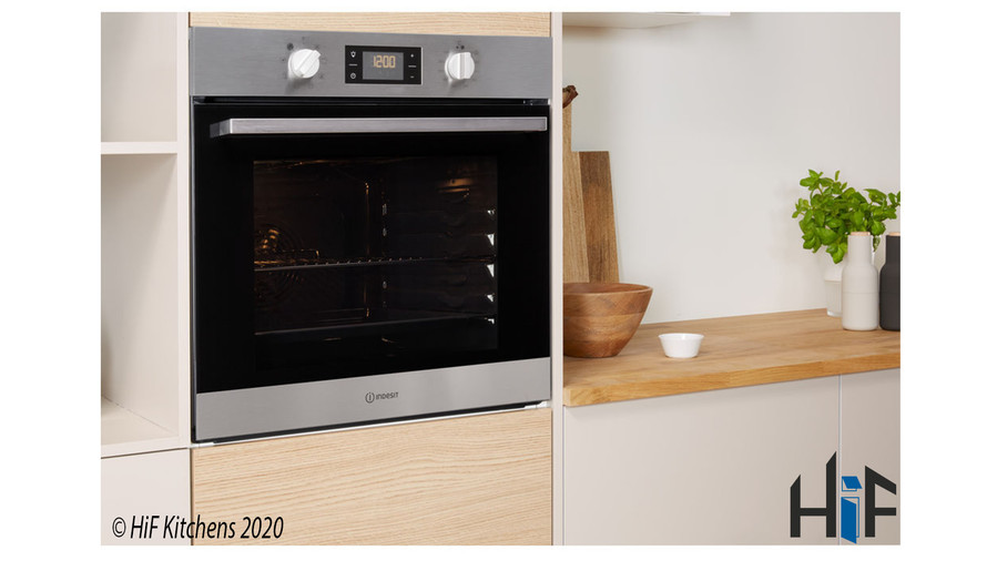Indesit Aria IFW6340IXUK Single Oven Image 2
