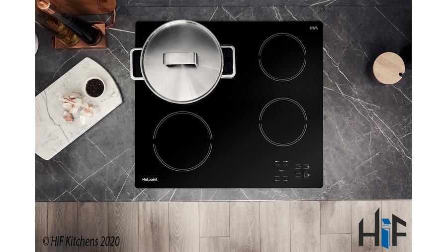 Hotpoint HR612CH 60cm Ceramic Hob Image 3
